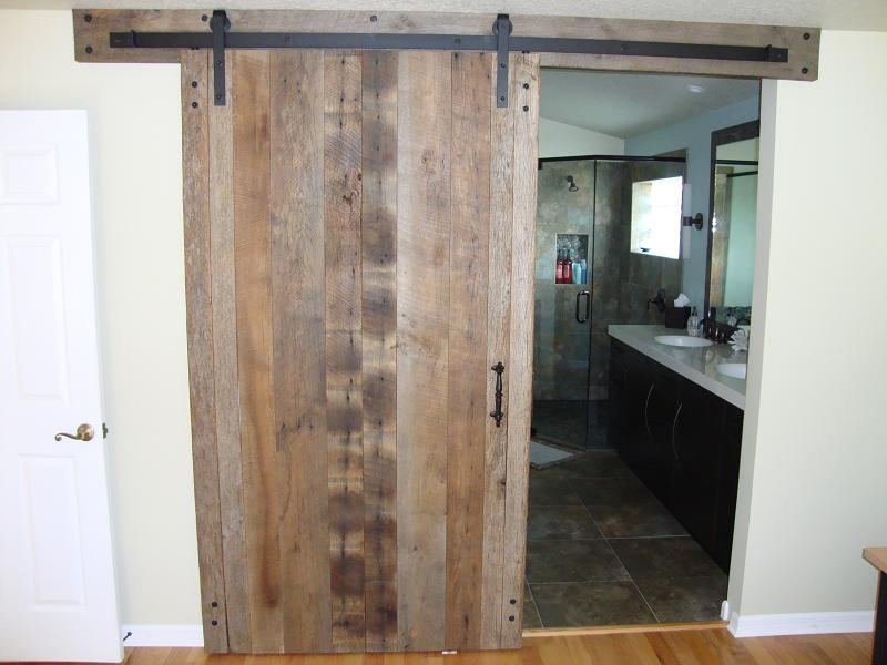 Barnwood bricks god 39 s country tennessee interior for Rustic interior barn doors